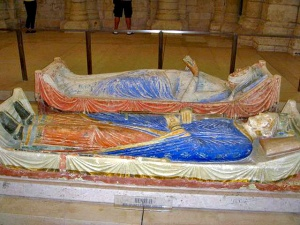 The tomb of Henry and Eleanor, in Fontevraud Abbey. Picture via Wikimedia Commons