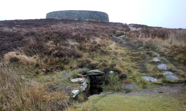 The holy well of St Patrick, on the hill below the Grianan. Photo via Wikimedia Commons.
