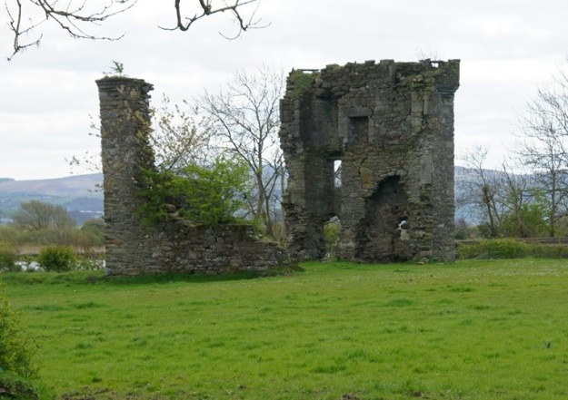 Mongavlin Castle, the chief residence of Iníon Dubh. Photo via Wikimedia Commons.