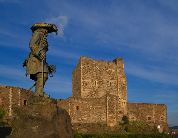 A statue of King William stands outside Carrickfergus Castle to celebrate his landfall.